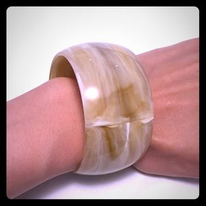 Jewelry - Cream acrylic bracelet